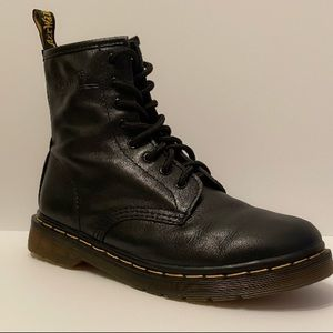 WOMEN'S SMOOTH LEATHER LACE UP DR. MARTENS